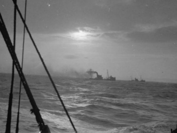 Minesweeping trawlers at work in rough weather © IWM (A 2572)